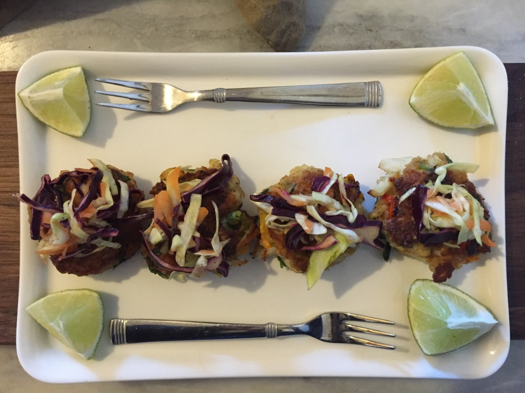 crab cake and slaw appetizers