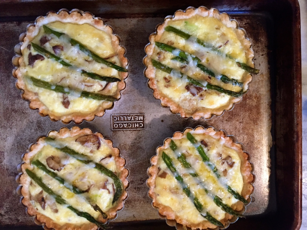 Leek, Asparagus,Chanterelle And Gruyere Mini Quiche For Fiesta Friday #59 (1/4)