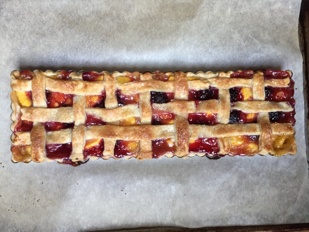 Peach and blackberry therapy pie
