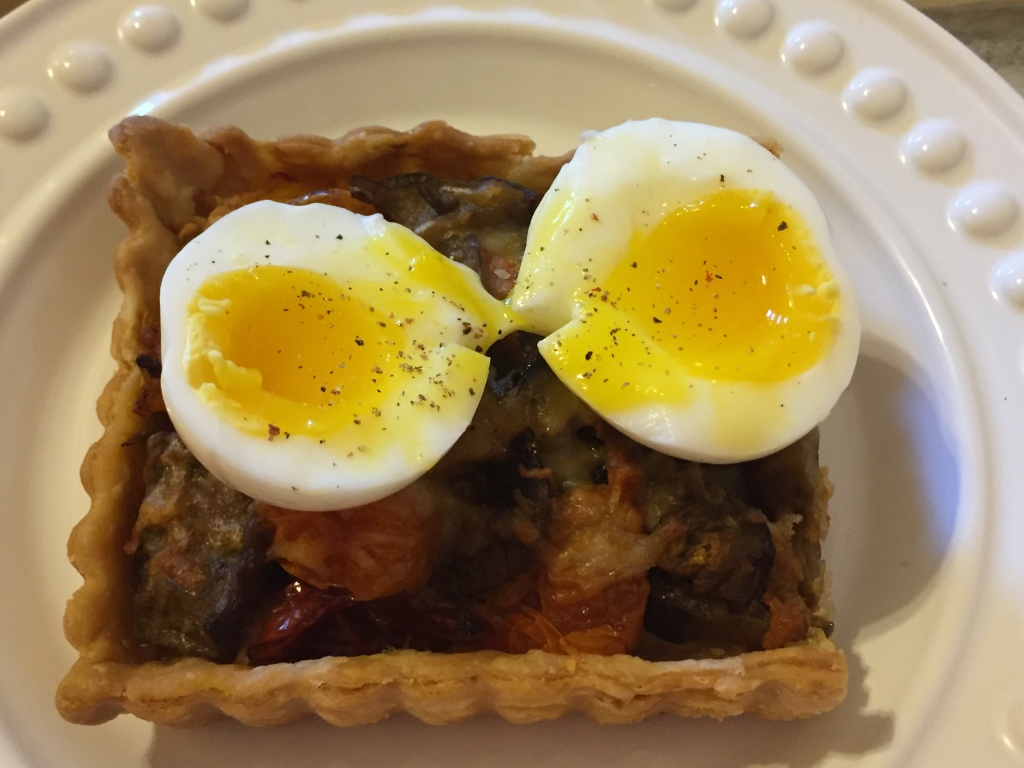 Tart with medium egg